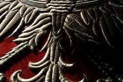 godło-w-trakcie-haftowania